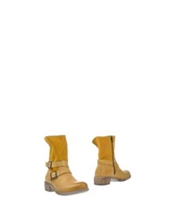 Le Stelle Ankle Boots Ocher